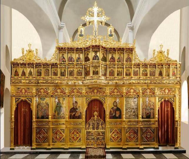 Επιχρυσωμένο ξυλόγλυπτο τέμπλο του καθολικού της Ιεράς Μονής Σίμωνος Πέτρας-Katholiko of the Holy Monastery of Simonos Petras.Gilded wood-carved iconostasis