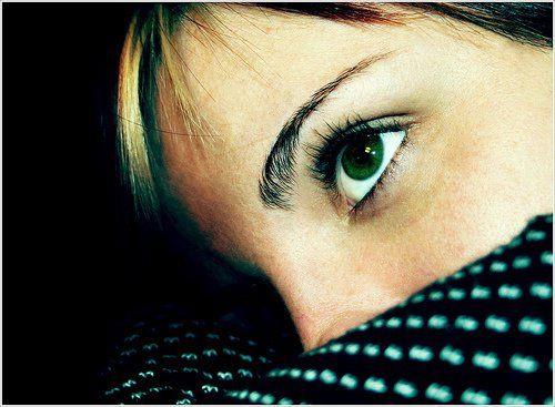 Remedios para tratar la ansiedad La ansiedad es una reacción física y emocional ante el estrés, que produce, naúseas, mareos, palpitaciones, nerviosismo, falta de respiración, tensión, irritabilidad, angustia y problemas de sueño, que interfieren en la vida normal; existen una serie de remedios y tratamientos, que pueden ayudarte a la hora de tratar los síntomas de la ansiedad.