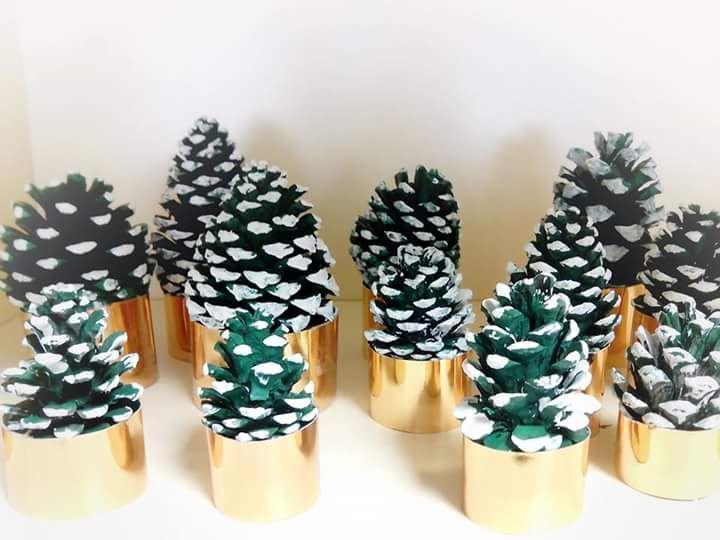 ¡Hola a todos! Os quiero enseñar los pinos de Navidad que han hecho mis pequeños artistas. Una manualidad económica, sencilla y muy muy divertida.