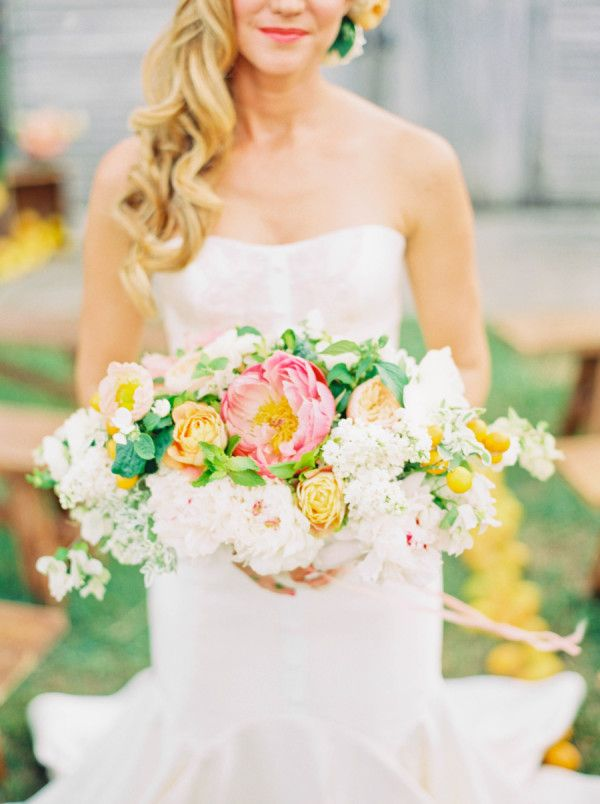 Love this colorful citrus-inspired bouquet!