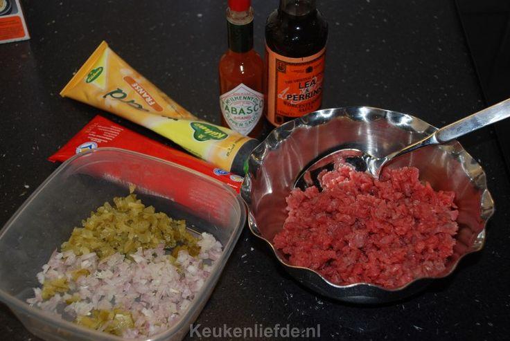 Filet americain of steak tartare. Wie is er niet dol?! En waarom zou je het eigenlijk kopen als je het ook heel makkelijk zelf kunt maken!