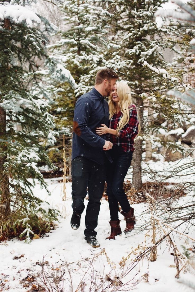 Cool 30 Romantic Winter Photoshoot Ideas For Couple