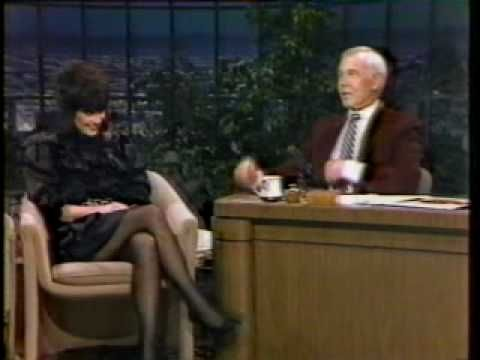 ▶ Linda Ronstadt INTERVIEW '83  Tonight Show w/ Johnny Carson