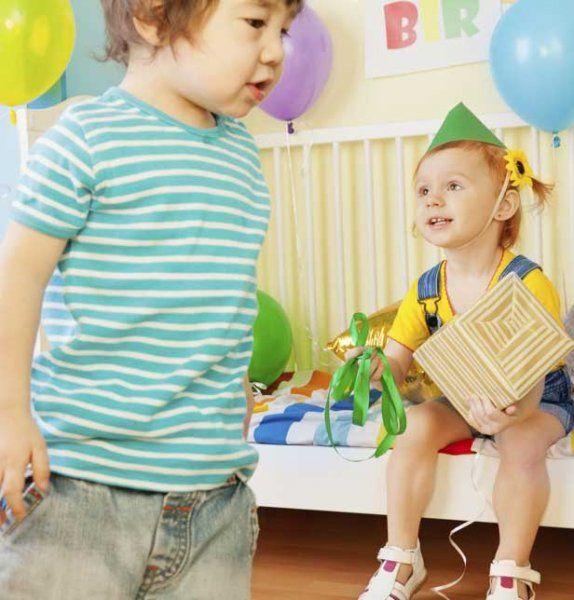 Jeux anniversaire enfant : des jeux en intérieur pour les 4-7 ans - Magicmaman.com