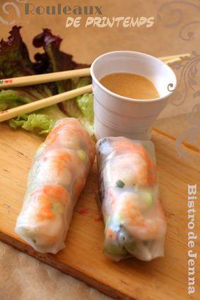 Rouleaux de printemps-sauce cacahuète Mixer tous les ingrédients de la sauce: 50 g de cacahuètes (salées ou non) 2 cuillères à soupe d'eau 5 cl de sauce soja 2 cuillères à café de sucre semoule 5 cl de crème de coco