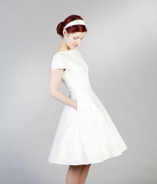 *Merle,+der+Femkit-Bestseller+als+romantisches+Brautkleid!*    *DETAILS*    •+tailliertes,+figurnahes+Kleid+in+schmeichelnder+Silhouette  •+U-Boot+...