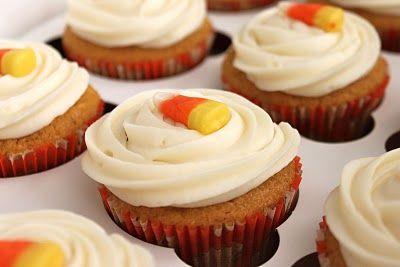 Pumpkin cupcakesCream Cheese Frostings, Creamcheese, Pumpkin Cupcakes, Baking Perfect, Halloween Treats, Cream Chees Frostings, Pumpkin Pies, Holiday Desserts, Cream Cheeses
