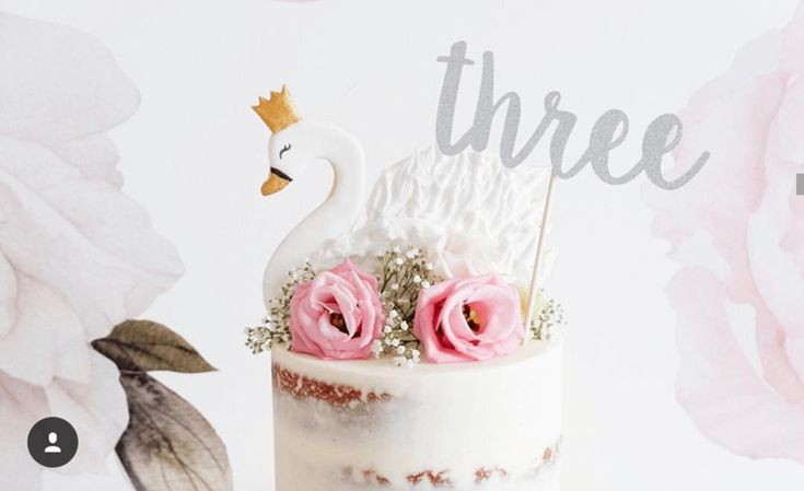 look how cute this swan cake is! -See More Swan Cakes on B. Lovely Events