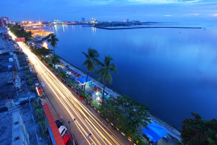 Pantai Losari, salah satu Ikon Kota Makassar, Sylawesi Selatan, Indonesia