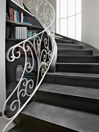 Černá cementová stěrka Microtopping na schodech. / Black cement coating Microtopping on staircase.   http://www.bocapraha.cz/cs/znacka/17/microtopping-ideal-work-designova-cementova-sterka/