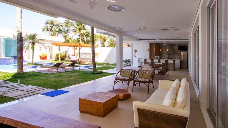 Os melhores exemplos de áreas e espaços gourmet decorados para você se inspirar. Confira todas as imagens.