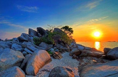 Sunrise at Lengkuas Island