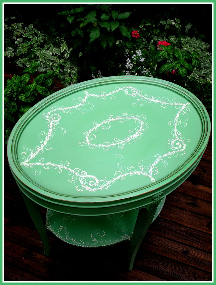 a little hand painting on my favorite Vintage Green... :)