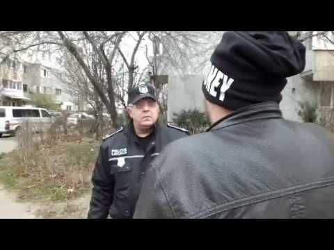 """VIDEO – """"Si baietii sunt atacati cateodata (de fete!)"""". Vezi aici ce au facut politistii locali in aceasta situatie"""