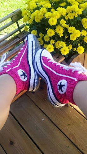 Nice! Reaverse socks converse slippers tennis ( english ) pattern by Rea Jarvenpaa