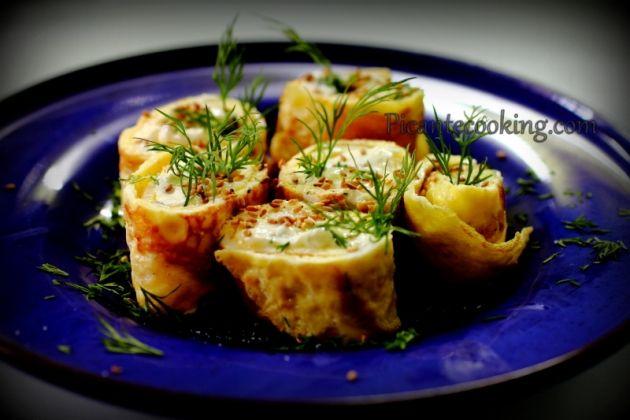 Яичные роллы со сливочным сыром и кунжутом к завтраку