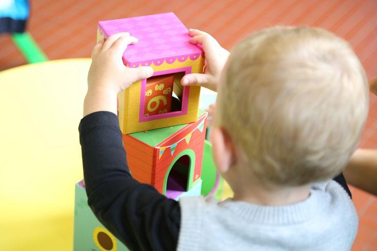 """""""O professor não ensina, mas arranja modos de a própria criança descobrir"""". (Jean Piaget) Um dos melhores jogos educativos que existe é o """"Jogo da Memória"""", ele é simples, e…"""