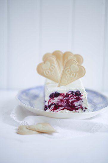 Zuckerzimtundliebe Rezept für Blaubeereis ohne Eismaschine mit ofengerösteten Vanille-Blaubeeren Foodblog Eisrezept Eis Vanilleeis selbstgem...