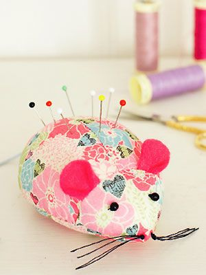 Mouse Pincushion ~ Sewing Project ~ Mouse pincushion with FREE sewing pattern,