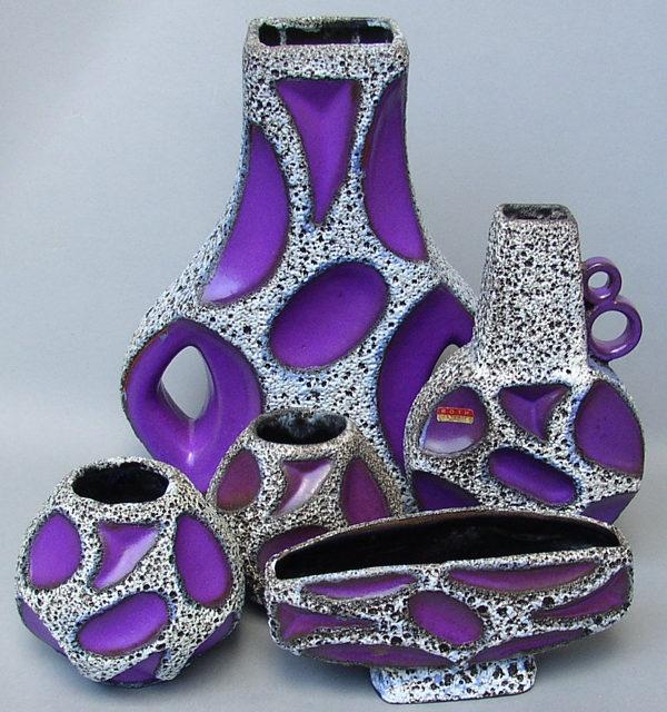 Een geweldige verzameling van een aantal purple rothvazen