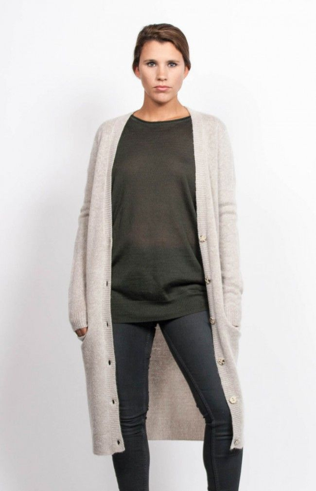 SIENNA KNIT is a long cardigan sweater with a ribbed hem, cuffs and collar. #anglestore #cardigan #look #simple #fashion