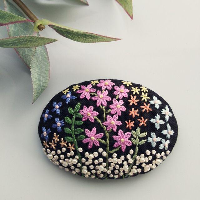 【展示品】幸せ広がるお花畑 刺繍ヘアゴム・ブローチピン