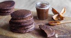 I pancakes vegani cioccolato e cannella hanno una ricetta semplicissima e di sicuro effetto: provateli nella versione vegolosa con cioccolato e cannella!
