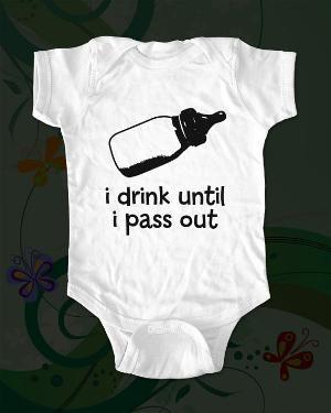Funny baby gift!Funny Sayings, Baby Onesies, Baby Boys, Baby Girls, Baby Clothing, Funny Baby, Baby Gift, Boys Baby, Baby Bottle