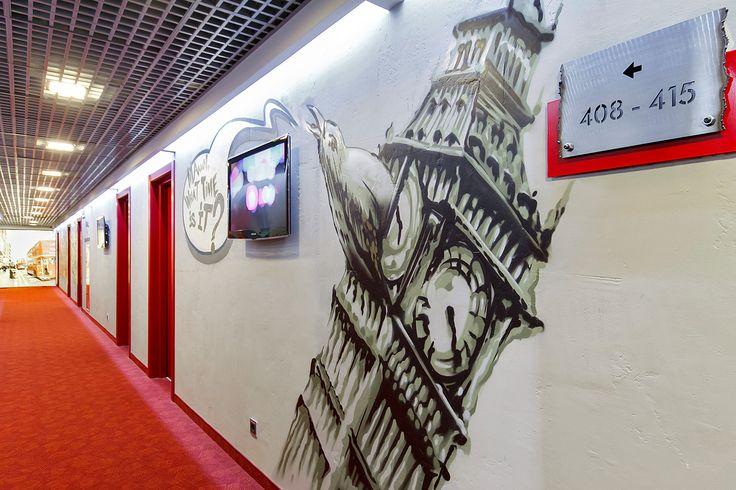 Стены и граффити в Red Stars Hotel