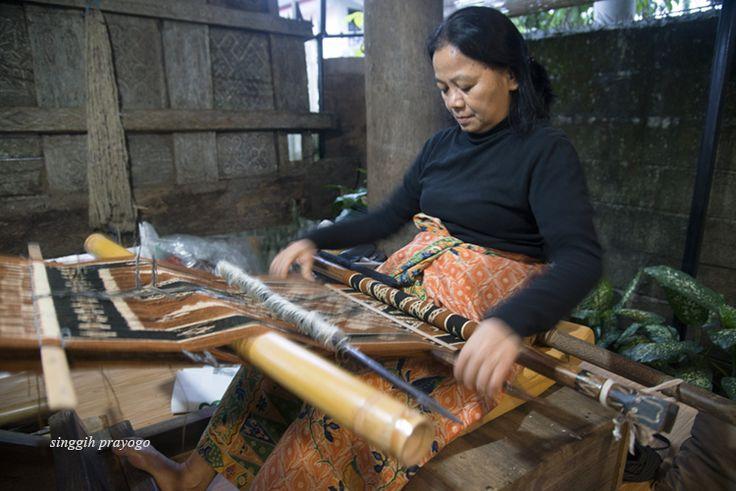 Weaving Toraja Cloth, Toraja - South Sulawesi