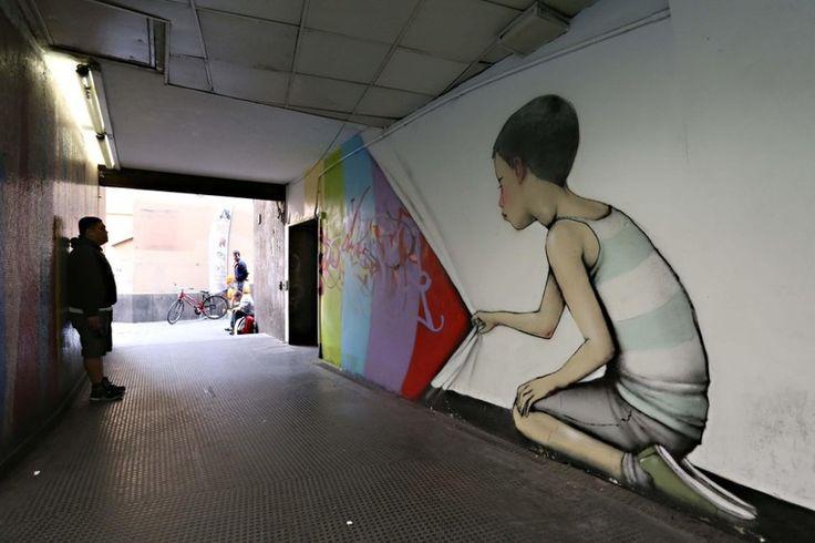 Большой простор для воображения и пространство для воплощения идей появились у художников стрит-арта (street art — уличное искусство). Римский метрополитен предоставляет такую возможность, благо, пространства тут необъятное. Многие из читателей, наверняка, побывали в Риме и видели станции метрополитена — узкие длинные полуосвещенные коридоры, серые бетонные стены.…