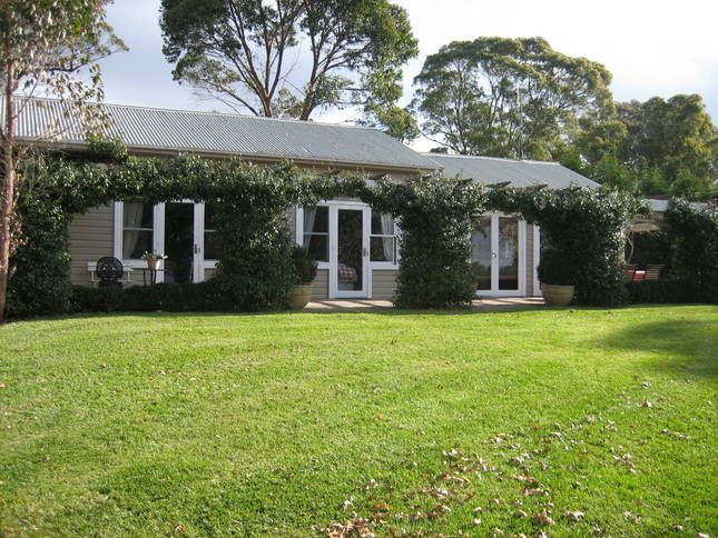 Bimbadgen Cottage. 10 mins from, a Mittagong Cottage | Stayz