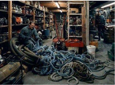 """Jeff Wall: """"Untangling"""", 1994, Copyright © Jeff Wall"""