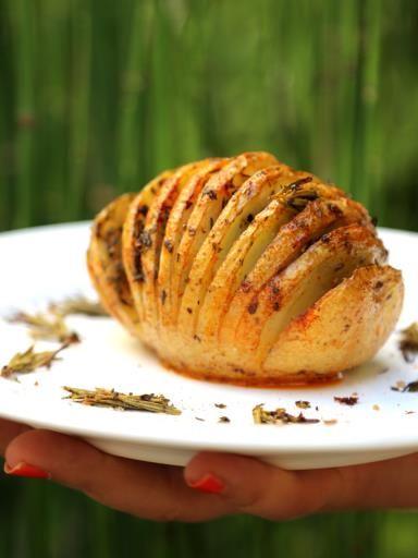 Recette de Hasselback potatoes : pommes de terre rôties à la suédoise