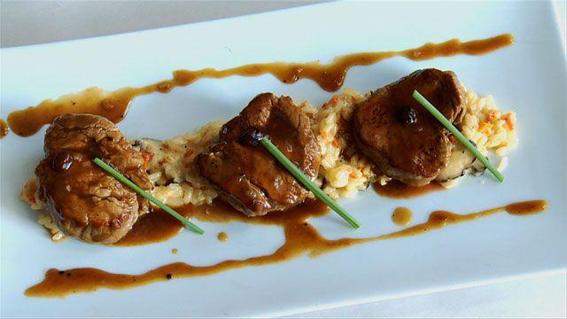 Médaillons de veau poêlés au jus corsé d'arabica et risotto de shiitakes et tomates séchées par André Loiseau