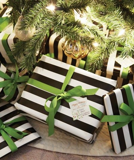 striped wrapping paper with ribbon: Black And White, Ribbons, Black White, Gifts Wraps, Stripes, Wraps Paper, Wraps Gifts, Christmas Wraps, Wraps Ideas