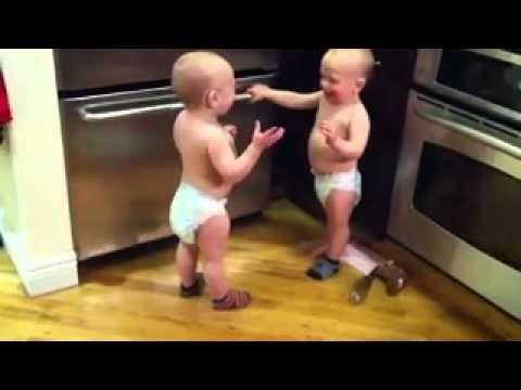 Малыши спорят))
