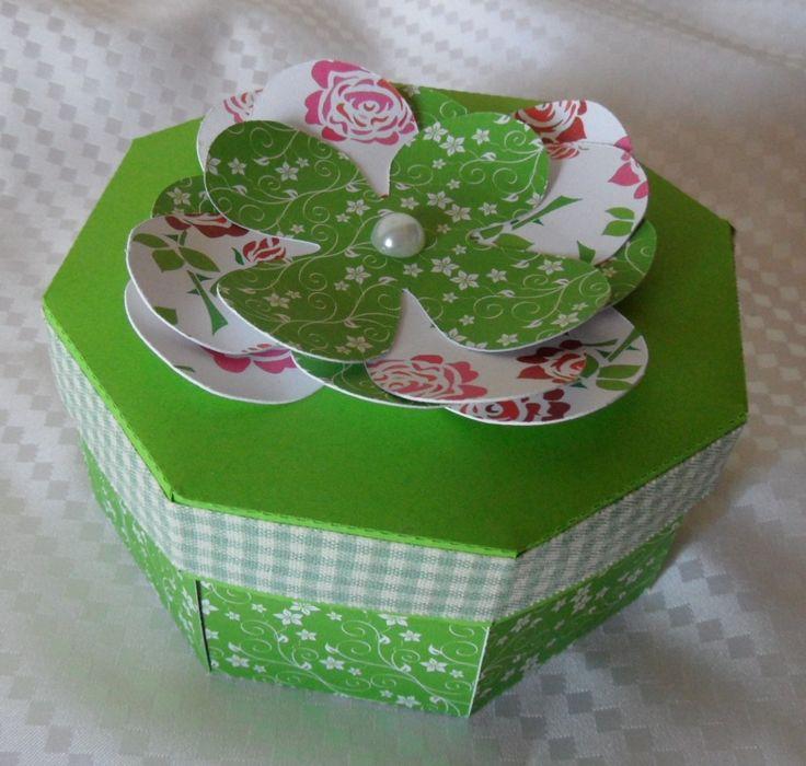 Cadeau fête ou anniversaire avec petite boite : Cartes par made-by-newscrapeuse