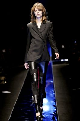 Versace Fall 2010 Ready-to-Wear Fashion Show: Complete Collection - Style.com