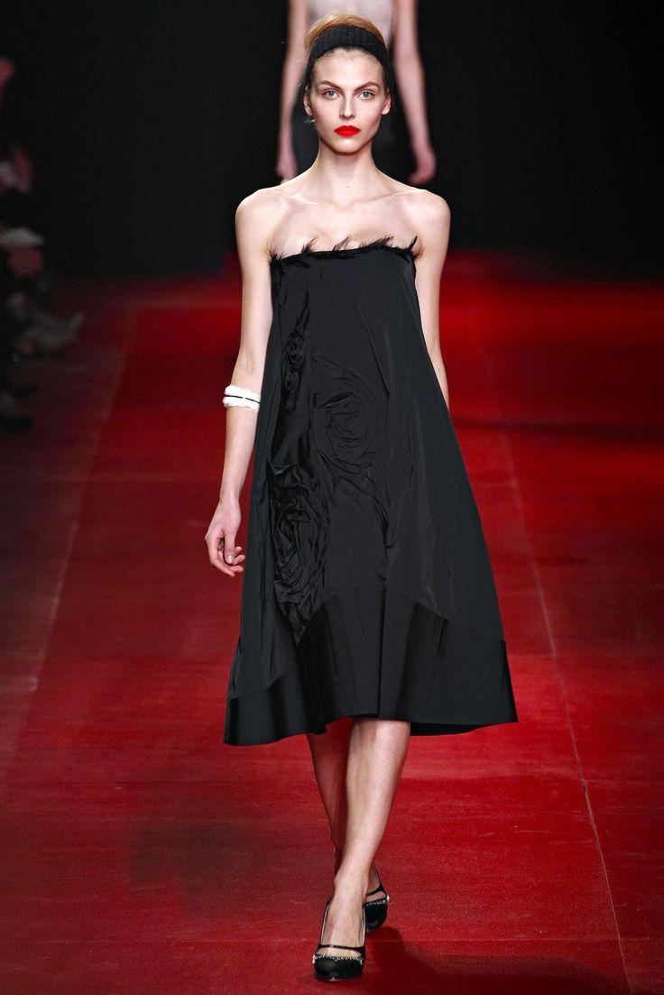 Nina Ricci Fall 2013 Ready-to-Wear Fashion Show - Karlina Caune