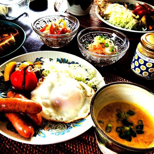 おはようございます(∗ ❛ั ᵕ ❛ั )  今朝はすっかり涼しくて秋ですね~。 冷たいスープとして作ったかぼちゃスープは温めて頂きました♫ - 32件のもぐもぐ - かぼちゃスープの朝ごはん by ようどん