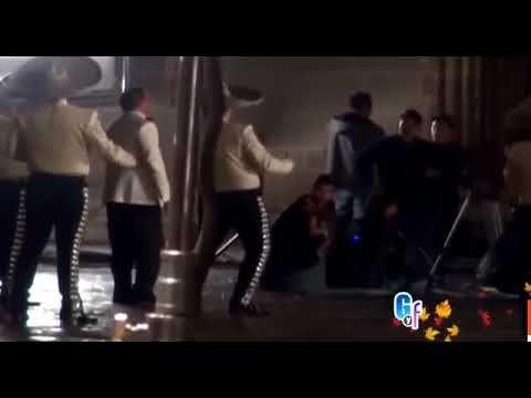 Luis Miguel luce guapísimo en el backstage de su nuevo video