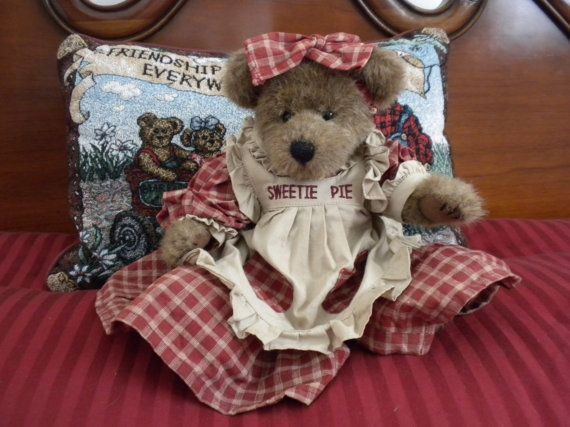 Hey, I found this really awesome Etsy listing at https://www.etsy.com/listing/180082033/the-boyds-collection-retired-aunty-becky