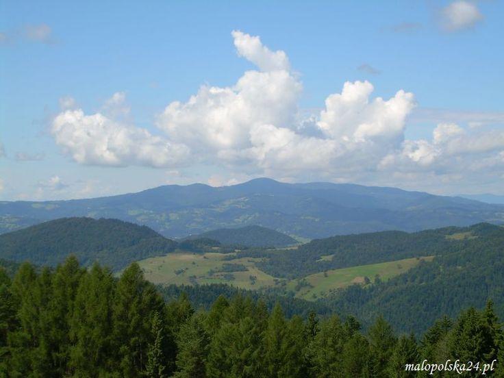 Widok z okolic Bacówki nad Wierchomlą na dolinę Wierchomlanki i Pasmo Radziejowej.  http://www.malopolska24.pl/index.php/2014/05/w-7-dni-dookola-sadecczyzny-sladami-piechurow-radziejowa/