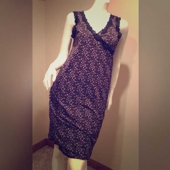 SALE Old Navy Maternity Dress Nylon Small Old Navy Maternity Dress Nylon Navy Blue Pink Floral Lace Small   Really cute!!! No visible wear. Washes up perfectly! Has two layers. Old Navy Maternity Dresses Midi