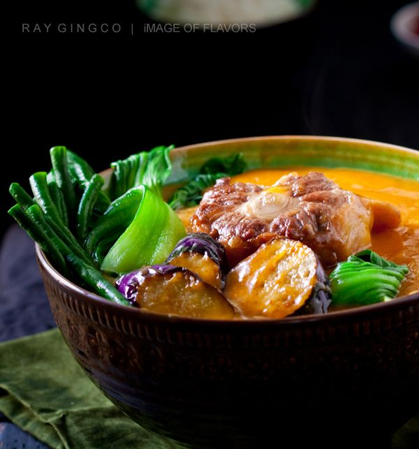 Oxtail Kare Kare (kare kareng buntot) is a stew type of dish that is always present in every Filipino party.  I'm not talking about ordinary parties, but rather important ones like baptisms and weddings.  It is one of the centerpieces of feast table — meant for special occasions and special guests.