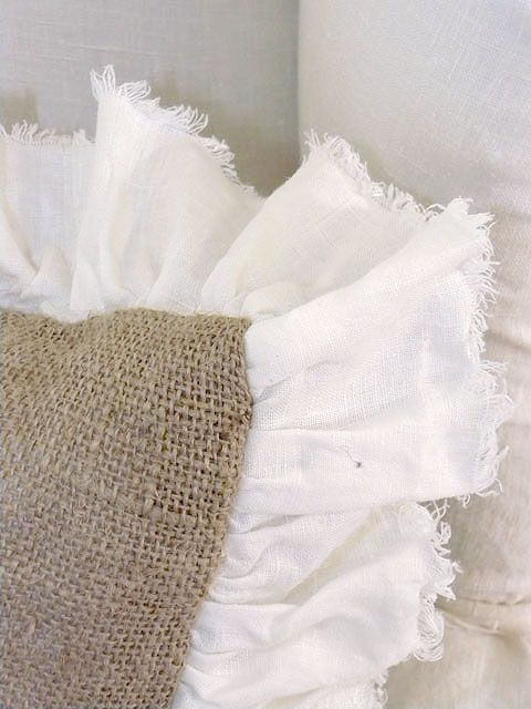 love the color of the burlap with the stark white ruffle. Gonna have to make myself one of these!