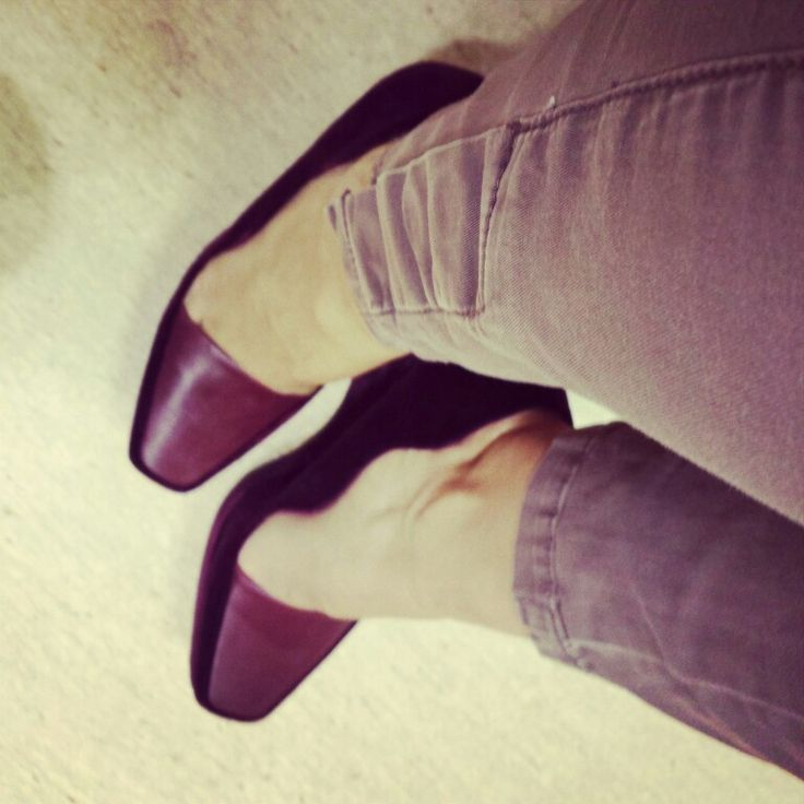love these comfortable shoes...and the color combination burgundy shoes with brown skinny pants..