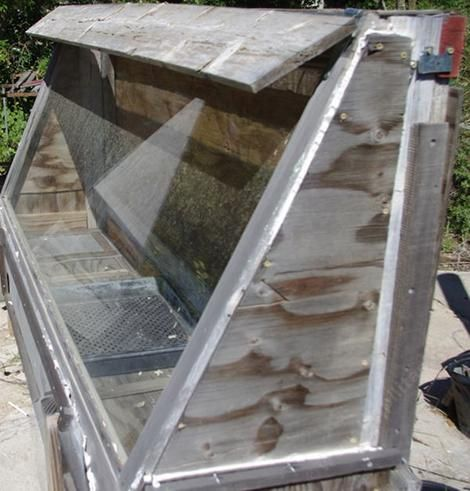 Solar powered fruit or vegetable dryer on the cheap by Las Pilitas Nursery.