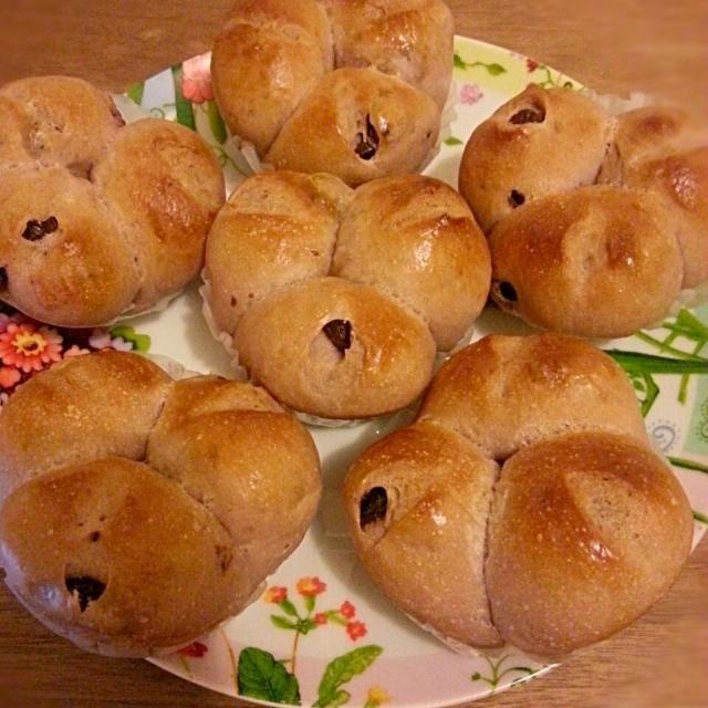 仕込み水にぶどうジュースを使って、生地にもぶどうがふわっと香るぶどうパンです - 91件のもぐもぐ - ぶどうジュース仕込みのぶどうパン by パン焼きネコ